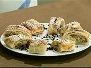 Jablková štrúdľa - recept na  jablkový závin s orechami, hrozienkami a pomarančom
