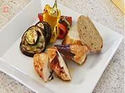 Grilovaná kuřecí prsa - recept na kuřecí prsa s anglickou slaninou a grilovanou zeleninou