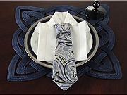 Obrusok v tvare kravaty - ako poskladať obrúsok do tvaru kravaty - Skladanie obrúskov