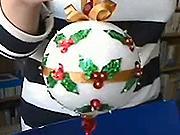 Vianočná guľa zdobená listami