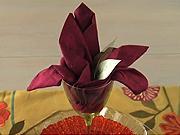 Obrusok v tvare kvetu - ako poskladať obrúsok do tvaru kvetu