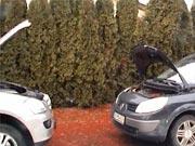 Štartovanie auta kablami -  ako naštartovať auto cez štartovacie kable - Vybitá baterka v aute