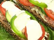 Bageta s tuniakom a zeleninou - recept
