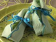 Ubrousek ve tvaru botiček - Jak poskládat ubrousek do tvaru botiček