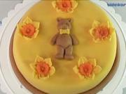 Torta s medvedíkom a kvetinami  - ako ozdobiť tortu