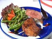 Hovězí steak s brusinkovou omáčkou a fazolky