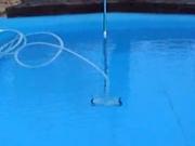 Mechanické čistenie bazéna - Čistenie bazéna mechanickým čističom