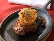 Grilovaný hovězí steak - recept na grilovaný steak na prskajícím talíři s bramborovou fantazií