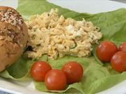 Vajíčka na kvasniciach - recept na miešané vajíčka na kvasniciach s pažítkou