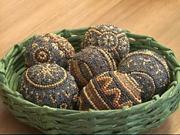 Jak se dělají velikonoční kraslice lepením semínek
