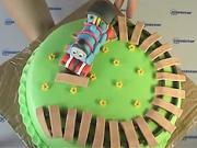 Torta s vláčikom - zdobenie torty
