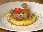 Pečený ananas se šunkou a sýrem - recept na pečený ananas se španělskou šunkou, sýrem,olivami a rozmarýnem