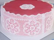 Ružová torta s jedlou krajkou - ako si vyzdobiť tortu