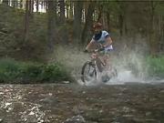 Jízda na kole za mokra - technika jízdy na kole na mokrém povrchu.
