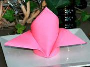 Obrúsok v tvare kardinálskej čiapky - ako poskladať obrusok