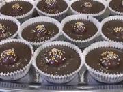Višne v čokoláde - recept na čokoládové košíčky s višňami a orechami