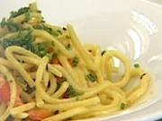 Cestovinový šalát s opečenou paprikou - recept na cestovinový šalát a la krab s opečenou paprikou