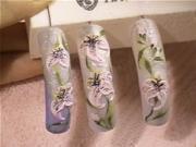 Ružovo-biele kvety na nechtoch - zdobenie nechtov