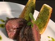 Pštrosí steak s rozmarýnom - recept na pštrosie mäso s rozmarýnom a cesnakom