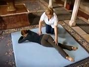 Cviky na bederní klouby  a sedací svaly - cviky v lehu na břiše