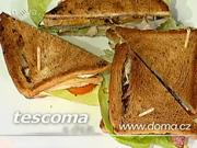 Dvojposchodovy sendvič - recept na sendvič s kuracím mäsom,vajíčkom a slaninkou