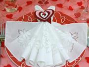Valentinske stolovanie - ako poskladať obrusky na Valentina