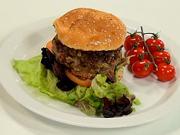Hamburger s karamelizovanou cibuľou - recept