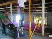 Zvedák a chůdy - praktické pomůcky na montaž sádrokartonu a OSB dodiek