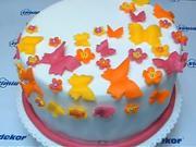 Torta s motýlikmi a kvetinami - ako ozdobiť tortu
