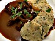 Hovädzí guláš - recept na hovädzí guláš s karlovarskym knedlikom