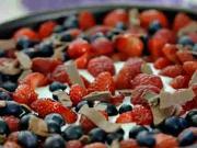 Smotanová torta s ovocím - recept na nepečenú ovocno - smotanovú tortu