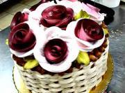 Torta košík s ružami  - ako vyrobiť košíkovú tortu s ružami