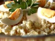 Velkonočný zemiakový šalát - recept na tradičný zemiakový šalát s udeným kolenom a domácou majonézou