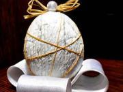 Vajíčko zdobené s papierovými prúžkami