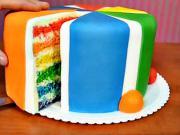 Pruhovaný dort - zdobení dortu