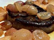 Foie gras flambované na Demänovke s jablkami a hroznom - recept