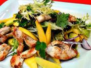Kurací šalát - recept na kurací šalát s mangom a avokádom