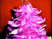 Vianočný stromček z pierok