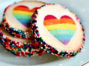 Duhové koláčky - recept na koláčky s duhovym srdcem