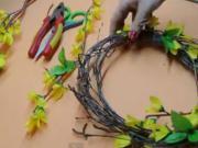 Jarní dekorace - věnec na dveře, papírové květiny a kočičky