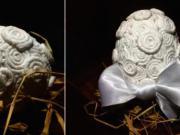 Veľkonočné vajíčko ozdobené papierovou servítkou