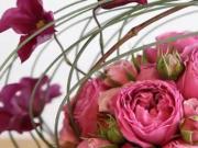 Dekorácia z kvetov - ako dekorovať guľatý aranžmán