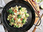 Ryžové rezance s brokolicou a lososom  - recept