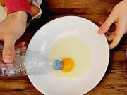 Ako oddeliť žĺtka od bielkov