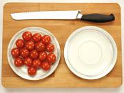 Ako rýchlo nakrájať malé cherry paradajky - krájanie paradajok za 5 sekúnd