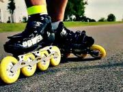 Brzdenie na korčuliach - ako zabrzdiť na kolieskových korčuliach - Inline korčuľovanie