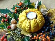 Halloweenska dekorácia - halloweenska dekorácia z listov a ozdobnej tekvičky
