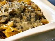 Zapékané těstoviny - recept na těstoviny se žampiony, cuketou a olivami