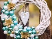 Ako si ozdobiť prútený veniec na Vianoce