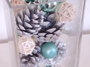 Vianočná dekorácia zo šišiek